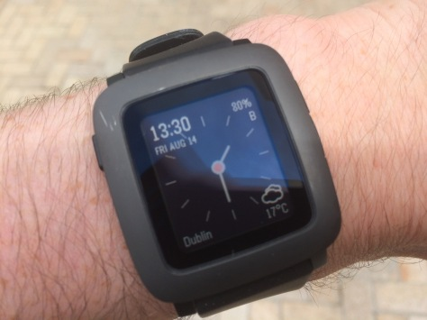 The optional watch face mimics the Apple Watch, which I didn't realise until I was using it.
