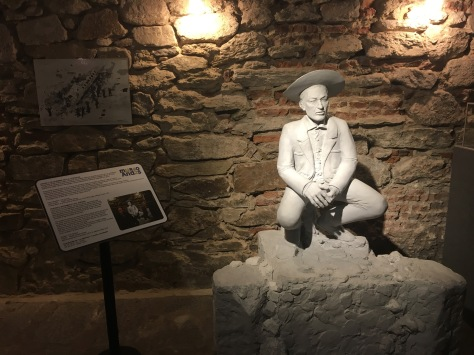 A statue in the Museo Andes 72.